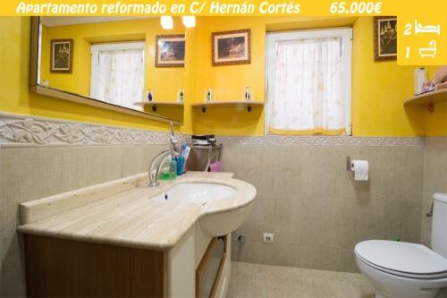 Piso reformado en Calle Hernán Cortés de Zamora. Apartamento reformado, con patio, junto a campus universitario