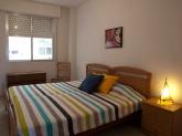 Dormitorio principal amplio y equipado con armario empotrado