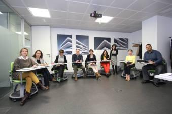 Anna García con los asistentes al curso de Home Staging
