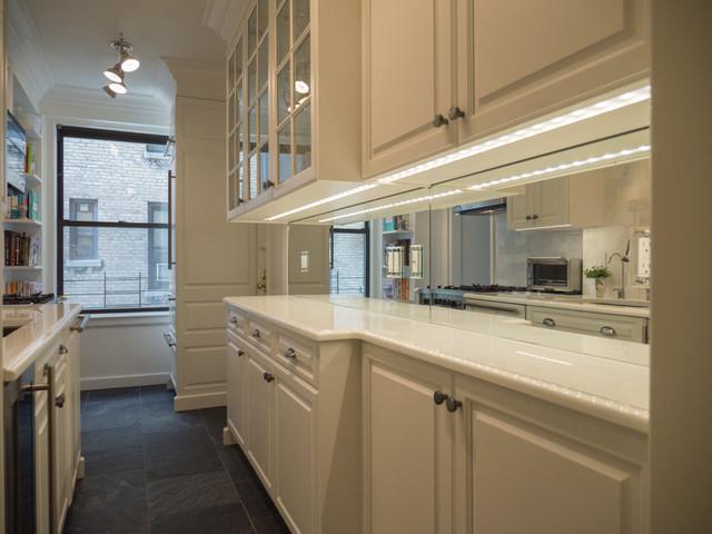 10 maneras asombrosas para mejorar cocinas peque as for Cocinas con espejos