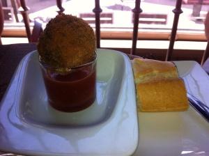 Morcilla empanada con mermelada de sandía